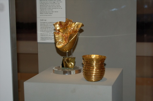 The Ringlemere andRillaton barrow (Cornish: Krug Reslegh) gold cups. Photo by portableantiquities on Flickr. Under licence of Creative Commons