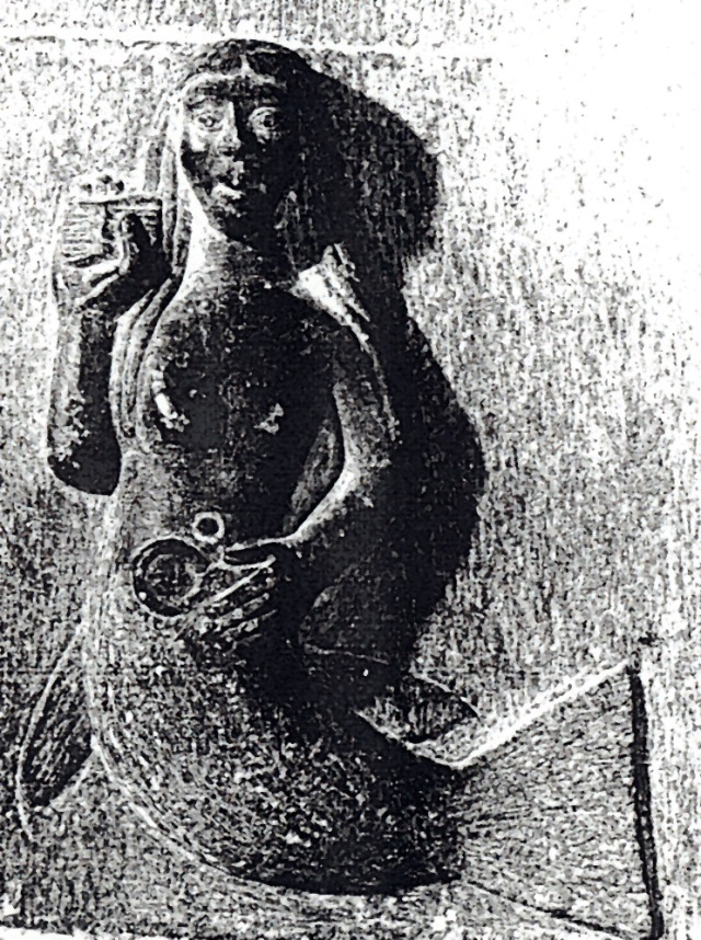 Como Ana Manana, a [A]Moura, filla do deus do Mar, Mananan mac Llir, adoita o aspecto de serea. As linagems em Escocia, e em o atlântico -é o caso na Galiza dos Marinho, a escolhem, na sua armaria como emblema heráldico.
