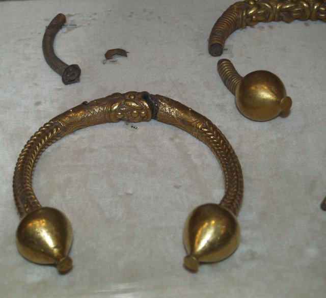 Torques galaicos. Museu do Castelo de Santo Antóm. Crunha.
